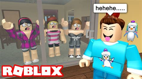 TRAPPING FANS IN MY HOUSE! | Roblox Bloxburg Roleplay