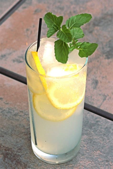 Limoncello Collins - Mix That Drink