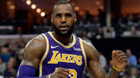 LeBron James surprises Memphis arena employee with game