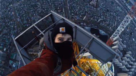 Video of Tourists Climbing Tallest Building in South Korea